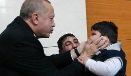 Erdoğan kendini tutamadı, çocuğu böyle sevdi