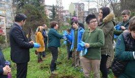 Trabzon'da öğrenciler fidanları ile büyüyor