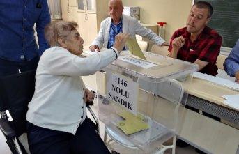 Ankara'da oy kullanma işlemi başladı