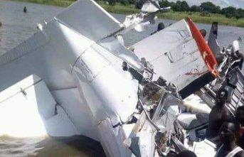 Uçak göle düştü! Mucize kurtuluş