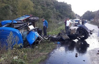 Ordu'da Traktör ile otomobil çarpıştı: 2...