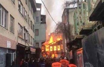 Korkutan yangın: 3 kişi kurtarıldı