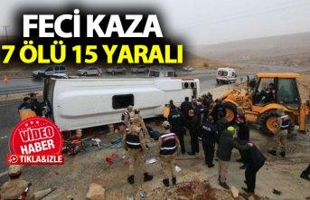 Yolcu midibüsü devrildi: 7 ölü, 15 yaralı