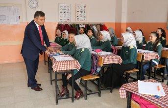 Kız öğrenciler yeniden okul hayatına kazandırıldı