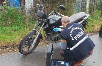 Çaldıkları motosikleti çalıştıramayınca bırakıp...