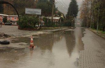 Yağmurla birlikte sanayi yolu göle döndü