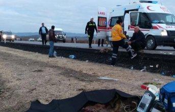 Yolcu otobüsü devrildi! ölü ve yaralılar var!