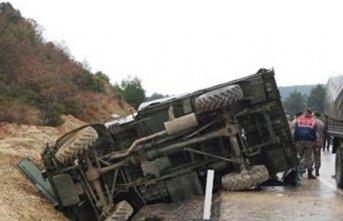 Zırhlı askeri araç devrildi: 2 asker yaralı