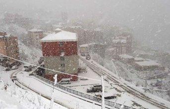 Gümüşhane'de kar yağışıdevam ediyor! 46...