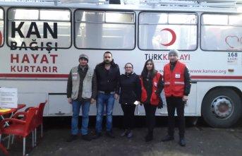 Trabzon Üniversitesi öğrenciler Kızılay için...