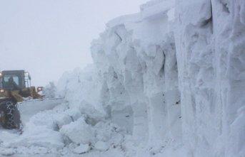 Kar kalınlığının 6 metreye ulaştığı kara...