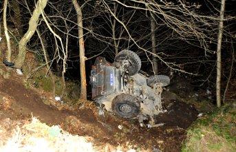 Trabzon'da polis aracı devrildi! Yaralılar...