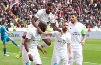 Antalyaspor deplasmanda galip!
