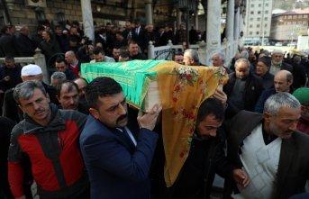 Kazada ölen şehit annesinin cenazesi toprağa verildi!