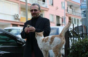 Sigarayı bıraktı parasıyla hayvanları besliyor
