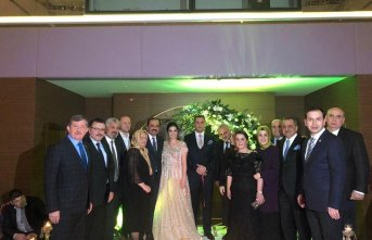 Trabzon'da ünlüleri buluşturan nişan! Anneler...