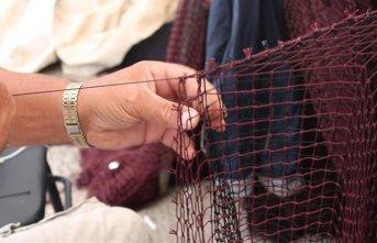 Sinop'ta balıkçıların ağ onarım mesaisi