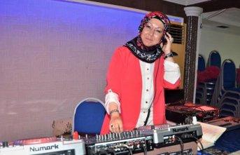 DJ Betül, kadınlar arası eğlencelerin aranan yüzü oldu