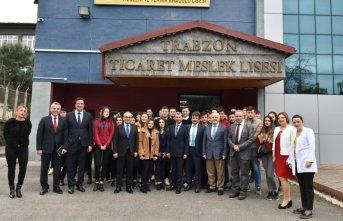 Davut Doğan Trabzon Şehit Ünal Bıçakçı Mesleki ve Teknik Anadolu Lisesi'ni ziyaret etti