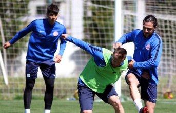 Rakip Antalyaspor hazırlıklarını sürdürdü