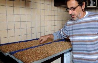 Hobi atölyesinde hayvanlar için yem üretti