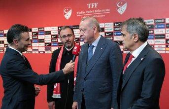 Cumhurbaşkanı Erdoğan, Şenol Güneş ile birlikte röportaj verdi