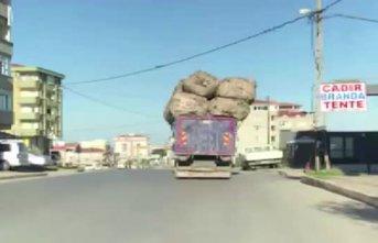 Trafiğe hiçe sayıp tehlikeye atan kamyon böyle görüntülendi