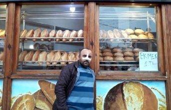 Ekmeği ucuza satıyor diye saldırıp burnunu kırdılar!