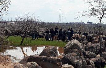 Koyun otlatan çobanlar tarlada mühimmat buldu