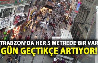 Trabzon'da her 5 metrede bir telefon satıcısı