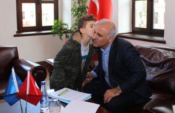 Murat Zorluoğlu vatandaşları dinliyor