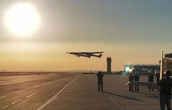 Dünyanın en büyük uçağı test uçuşunu yaptı