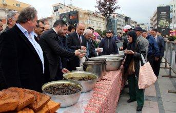 Yalova'da 7 ton Karadeniz yemeği 15 dakikada tükendi