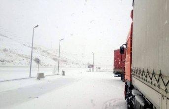Karadeniz'deki geçide kar engeli!