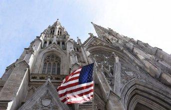 New York' ta katedrale benzinle girmeye çalışan adam...