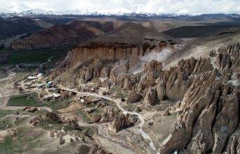 Van' ın Kapadokyası 'Vanadokya' ya' turist akını
