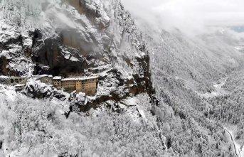Sümela Manastırı'ndan büyüleyici kış görüntüleri