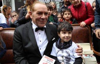 Atatürk'e benzeyen tiyatro sanatçısına Artvin'de yoğun ilgi