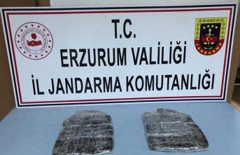 Erzurum'da yarım milyon liralık reçine esrar...