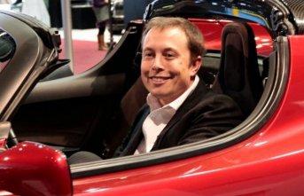 Tesla, 2020' de sürücüsüz taksi hizmeti başlatacak!