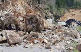 Giresun'da heyelan nedeniyle kapanan yol açıldı