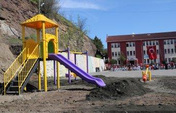 Akçaabat'ta 75. çocuk parkı yapıldı