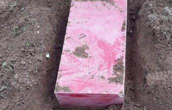 Çaldıkları kasayı toprağa gömdüler!