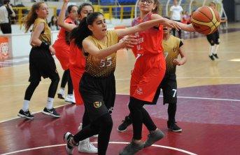 Trabzon'da küçük basketciler nefes kesti