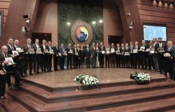 TTB Meclis Başkanı Aslantürk'e şeref plaketi