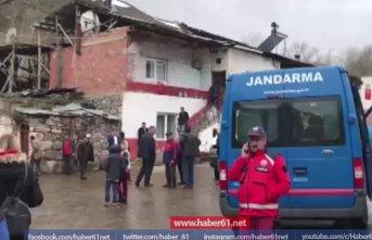 Ahırın çatısı çöktü: 2 ölü