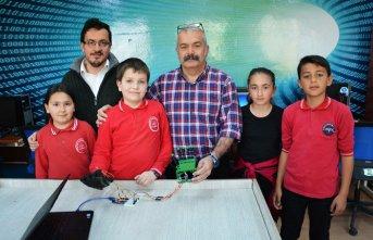 İlköğretim okulu öğrencileri robot el yaptı!