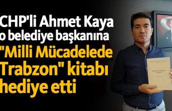 """CHP'li Ahmet Kaya o belediye başkanına """"Milli Mücadelede Trabzon"""" kitabı hediye etti"""
