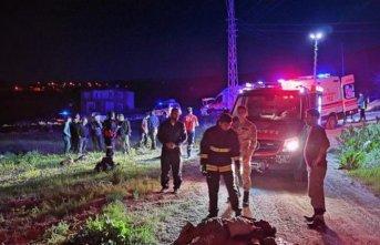 Kaçak göçmenleri taşıyan kamyon devrildi: 5 ölü 37 yaralı