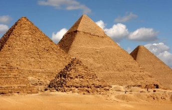 Mısır'da piramitlerin yakınında patlama!